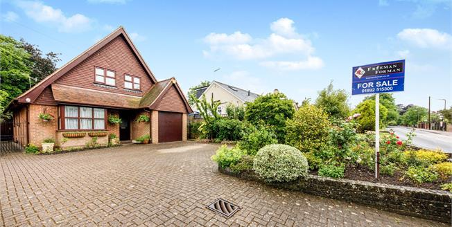 Guide Price £600,000, 4 Bedroom Detached House For Sale in Pembury, TN2