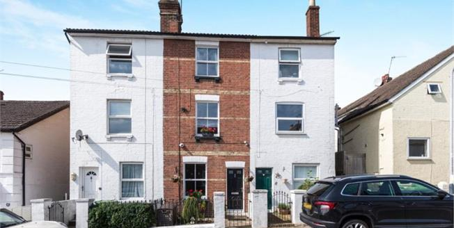 Guide Price £450,000, 3 Bedroom Town House For Sale in Tunbridge Wells, TN1