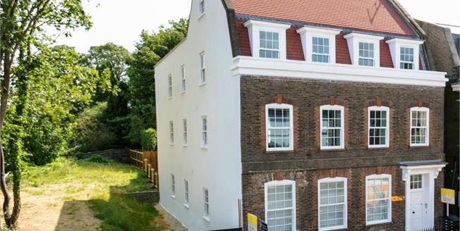 Guide Price £295,000, 2 Bedroom Flat For Sale in Tunbridge Wells, TN4