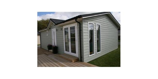Asking Price £175,000, 2 Bedroom Detached Bungalow For Sale in East Sussex, BN27