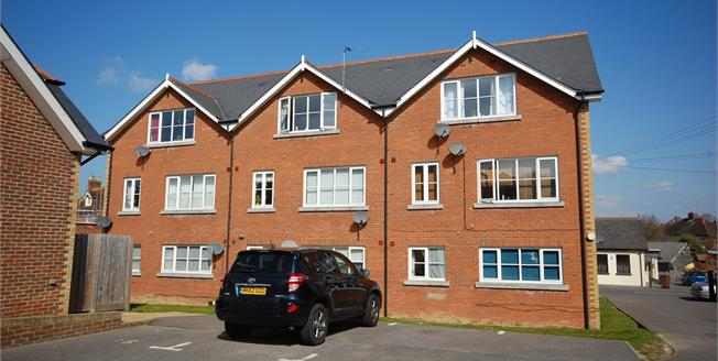 Asking Price £155,000, 1 Bedroom Flat For Sale in Uckfield, TN22