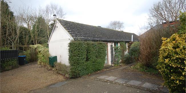 £625,000, 3 Bedroom Detached House For Sale in Felbridge, RH19