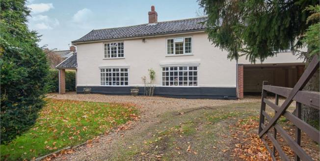 Guide Price £475,000, 4 Bedroom Detached House For Sale in Caston, NR17