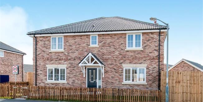 Guide Price £400,000, 4 Bedroom Detached House For Sale in Swaffham Road, IP25