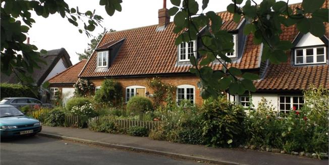Guide Price £450,000, 3 Bedroom Semi Detached Cottage For Sale in Great Hockham, IP24