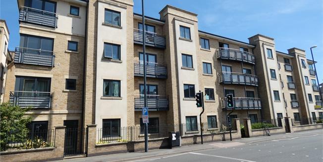 Offers Over £120,000, 2 Bedroom Flat For Sale in Derby, DE1