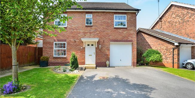 Asking Price £205,000, 4 Bedroom Detached House For Sale in Clipstone Village, NG21