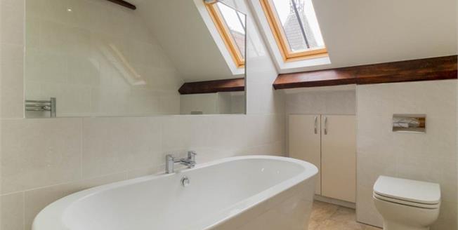 £220,000, 2 Bedroom Flat For Sale in Nottingham, NG3
