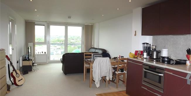 Asking Price £130,000, 2 Bedroom Flat For Sale in Nottingham, NG1