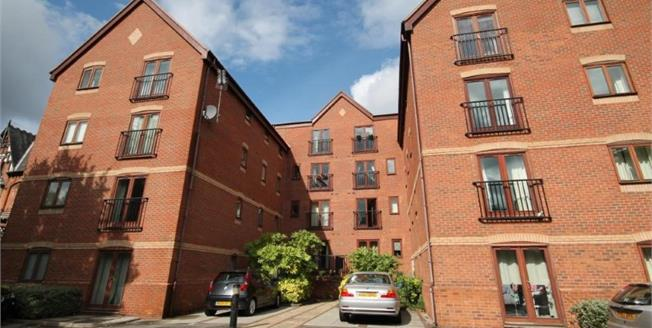 Guide Price £140,000, 2 Bedroom Flat For Sale in Nottingham, NG5
