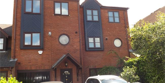 Guide Price £560,000, Detached House For Sale in Nottingham, NG2