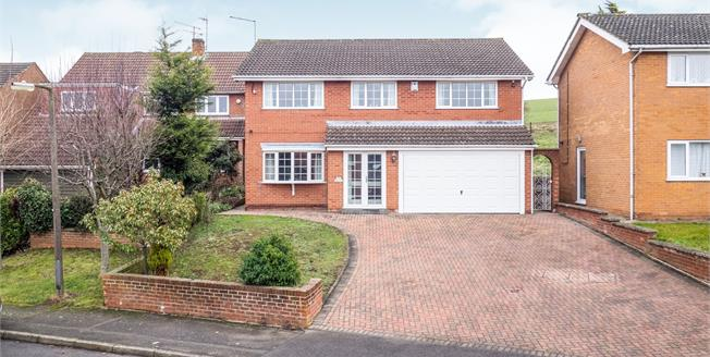 Guide Price £550,000, 5 Bedroom Detached House For Sale in West Bridgford, NG2