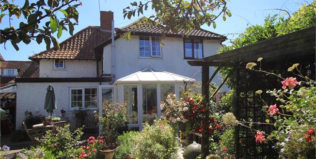 Guide Price £275,000, 2 Bedroom Semi Detached House For Sale in Budleigh Salterton, EX9
