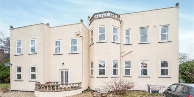 Guide Price £295,000, 2 Bedroom Flat For Sale in Budleigh Salterton, EX9