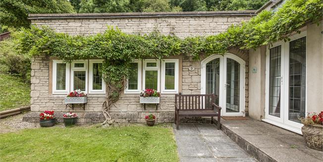 Offers Over £160,000, 2 Bedroom Flat For Sale in Totnes, TQ9