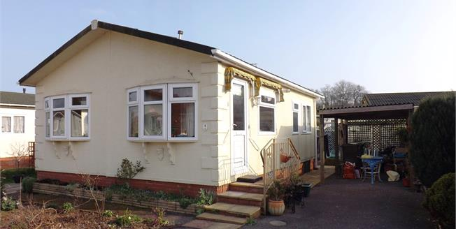 £130,000, 2 Bedroom Detached Bungalow For Sale in Dawlish Warren, EX7