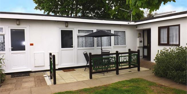 £60,000, 2 Bedroom Terraced Bungalow For Sale in Dawlish Warren, EX7