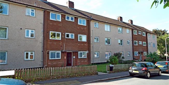 Asking Price £150,000, 2 Bedroom Flat For Sale in Exeter, EX1