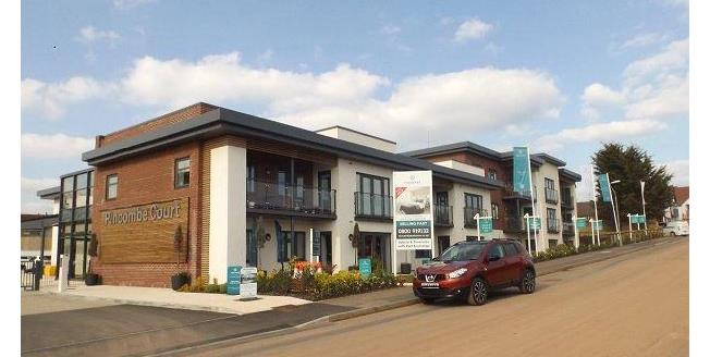 £325,000, 2 Bedroom Flat For Sale in Exmouth, EX8