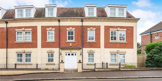 Offers Over £195,000, 2 Bedroom Flat For Sale in Exmouth, EX8