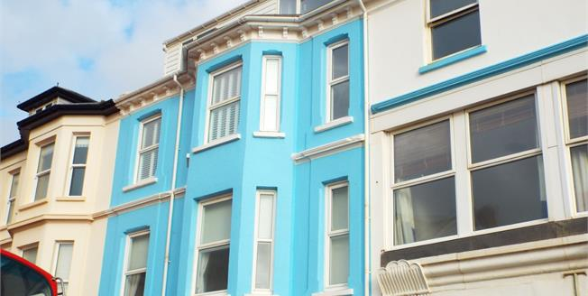 Asking Price £210,000, 2 Bedroom Flat For Sale in Seaton, EX12