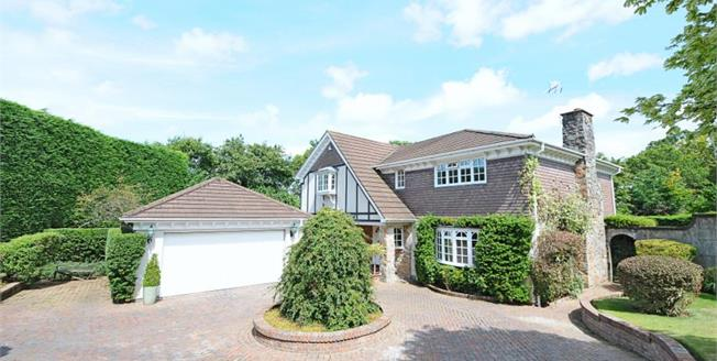 £800,000, 4 Bedroom Detached House For Sale in Bovey Tracey, TQ13