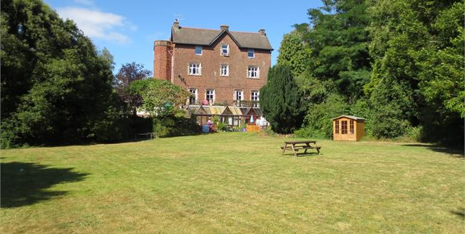 Offers in excess of £180,000, 2 Bedroom Flat For Sale in Combeinteignhead, TQ12