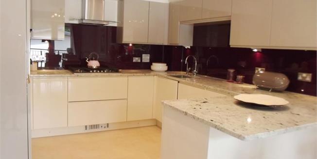 £369,950, 3 Bedroom Semi Detached House For Sale in Totnes, TQ9