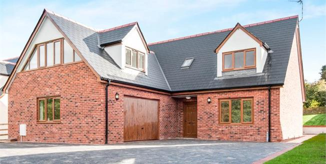 £580,000, 4 Bedroom Detached House For Sale in Dawlish, EX7