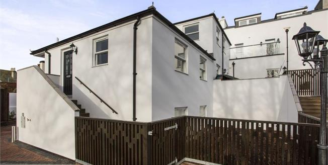 £237,500, 3 Bedroom Semi Detached House For Sale in Teignmouth, TQ14