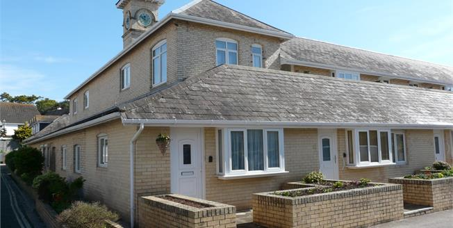 Offers in excess of £90,000, 1 Bedroom Flat For Sale in Paignton, TQ3