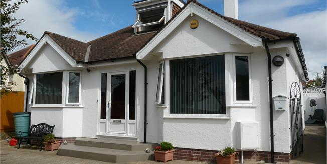 Asking Price £345,000, 4 Bedroom Detached Bungalow For Sale in Kings Avenue, TQ3