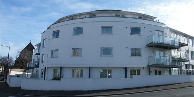 Asking Price £150,000, 2 Bedroom Ground Floor Flat For Sale in Paignton, TQ4
