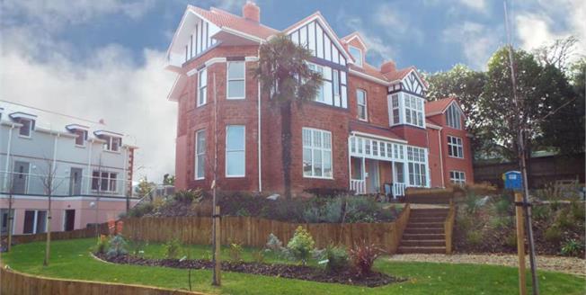 £190,000, 2 Bedroom Flat For Sale in Totnes Road, TQ4