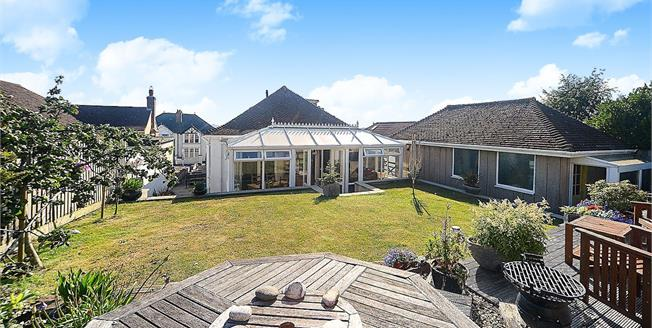 Asking Price £385,000, 3 Bedroom Detached Bungalow For Sale in Torquay, TQ1
