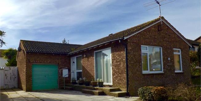 £260,000, 2 Bedroom Detached Bungalow For Sale in Seaton, EX12