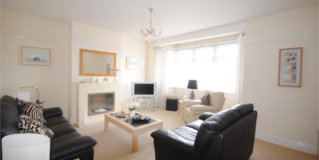 Guide Price £290,000, 2 Bedroom Maisonette For Sale in Sidmouth, EX10