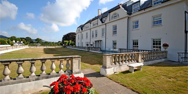 Guide Price £415,000, 2 Bedroom Flat For Sale in Sidmouth, EX10
