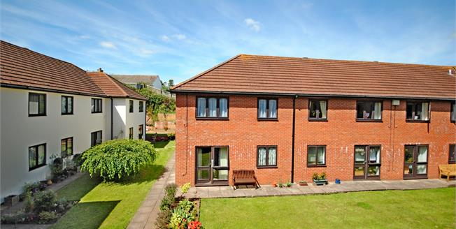 Offers in the region of £100,000, 2 Bedroom Flat For Sale in Sidmouth, EX10