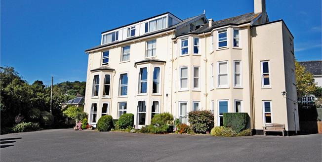 Guide Price £225,000, 3 Bedroom Flat For Sale in Sidmouth, EX10