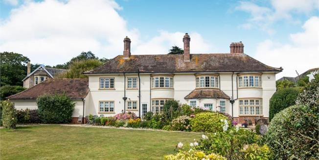 £365,000, 2 Bedroom Upper Floor Flat For Sale in Sidmouth, EX10
