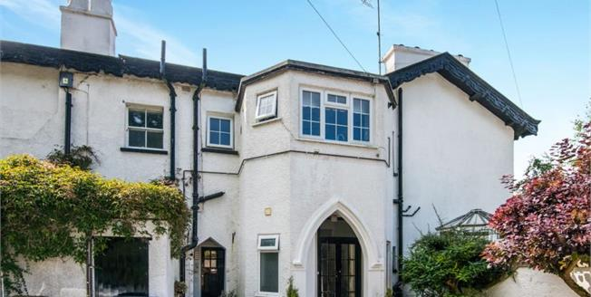 £325,000, 2 Bedroom Ground Floor Flat For Sale in Sidmouth, EX10