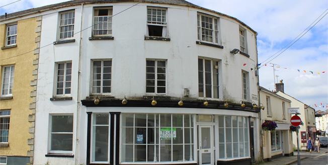 Guide Price £125,000, 2 Bedroom Flat For Sale in Tavistock, PL19