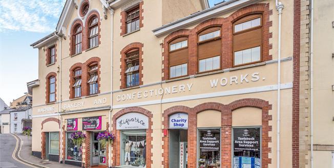 Guide Price £75,000, 2 Bedroom Flat For Sale in Tavistock, PL19