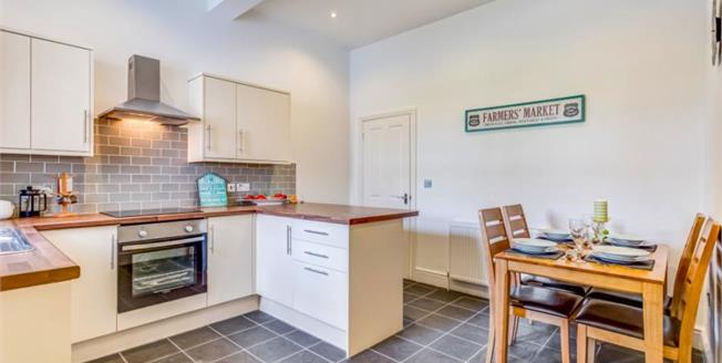 Guide Price £145,000, 3 Bedroom Flat For Sale in Yelverton, PL20