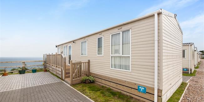 Offers in the region of £80,000, 3 Bedroom Detached Mobile Home For Sale in Teignmouth, TQ14