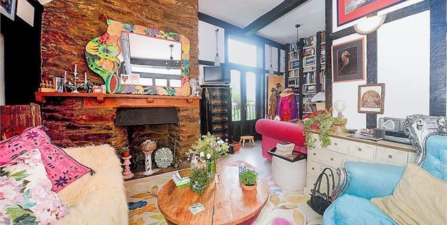 Guide Price £175,000, 2 Bedroom Flat For Sale in Totnes, TQ9