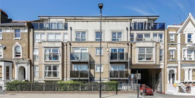 Guide Price £475,000, 2 Bedroom Flat For Sale in