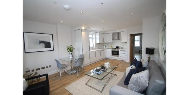 Offers Over £400,000, 1 Bedroom Flat For Sale in London, SW11