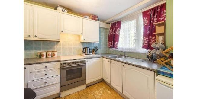 Asking Price £470,000, 3 Bedroom Flat For Sale in London, SW11